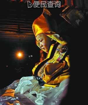 第六世德珠活佛在西藏扎果寺坐床